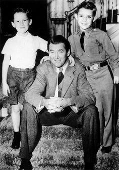 Jimmy Stewart with his stepsons, 1951 Vintage Movie Stars, Old Movie Stars, Vintage Movies, Hollywood Men, Vintage Hollywood, Classic Hollywood, Iconic Movies, Old Movies, Classic Actresses