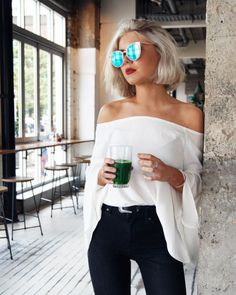 Black and white outfits - always chic. Black skinny jeans + white off the shoulder top, a perfect spring casual or date outfit Style Outfits, Casual Outfits, Summer Outfits, Cute Outfits, Fashion Outfits, Womens Fashion, Winter Outfits, Mode Style, Style Me