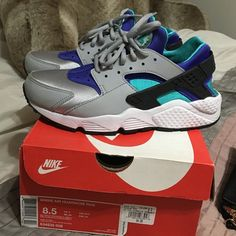 Women's Nike huaraches Colors exactly how it looks in pic. Women's 8.5; Cond 9/10. Selling for lower on 〽️ercari. Looking for $85 back after commission. Nike Shoes Sneakers