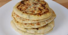 I'm sure you all know what pita bread is. But did you ever try to fill it with feta cheese? :) Feta cheese stuffed pita bread is a very tasty type of bread. It's very easy to make and you can serve… My Recipes, Bread Recipes, Cooking Recipes, Cheesecake Pan, Romanian Food, Pita Bread, Ham And Cheese, I Foods, Food Videos