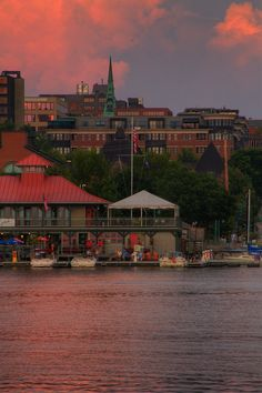 Burlington, Vermont Waterfront www.discoververmontvacations.com