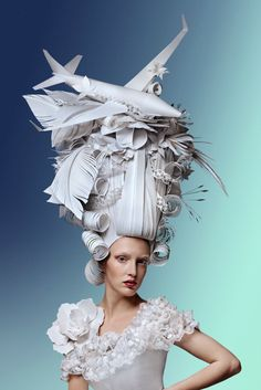 Observing a similar aesthetic style to the ornamental wigs of the baroque and rococo periods, paper artist Asya Kozina creates ornate headdresses which pay homage to one of the most beautiful palaces and palaces trends in history. Paper Fashion, Fashion Art, Mode Baroque, Wedding Underwear, Beautiful Series, Colossal Art, Wig Making, Dutch Artists, Traditional Fashion