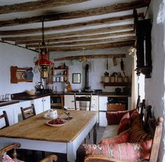 exposed beams, farmhouse table, bench seating. what's not to love about this kitchen?!