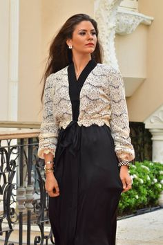 Nouf fetaihi abaya kaftan Jeddah Eid Outfits, Modest Outfits, Modest Clothing, Stylish Dress Designs, Stylish Dresses, Khaleeji Abaya, Dubai Fashionista, Modern Abaya, Modest Fashion Hijab