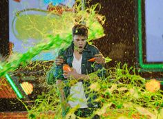 Justin Bieber is slimed at the Nickelodeon Kids' Choice Awards 2012