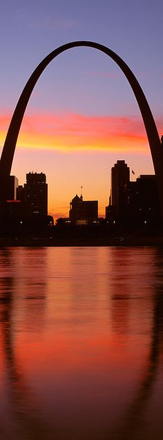 Us, Missouri, St. Louis, Sunrise by Panoramic Images - Photo wall collage - Consejos para Viajes Saint Louis Arch, St Louis Mo, Panoramic Photography, Travel Photography, Photography Photos, Route 66, Stl Arch, Gateway Arch, Wisconsin