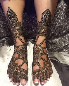 Intricate Bridal Mehndi Design on Feet