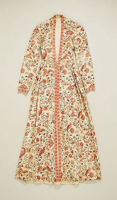 This is the front of a 'wentke' (18th–19th century), a long overdress or overcoat, made of chintz. It was used in the Hindeloopen costume (The Netherlands).