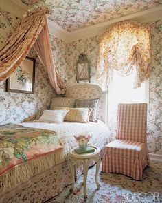 Charlotte Moss....chintz wallpaper, bedding, canopy & valance