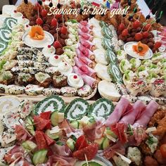 Aperitive festive Cobb Salad, Cheese, Table Decorations, Salads, Dinner Table Decorations