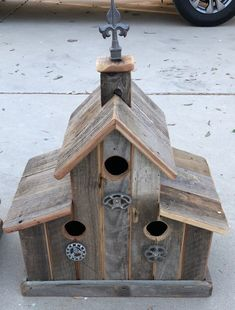 The old barn is made of recycled wood of old barn wood or fencing, whichever we have on hand. The barn birdhouse has 3 nesting boxes made with 1 3 holes. The barn is decorated with vintage knobs & finial we've discovered on our treasure hunts through fl Large Bird Houses, Bird Houses Diy, Bois Diy, Bird House Kits, Bird House Plans, Diy Bird Feeder, Old Barn Wood, Nesting Boxes, Red Barns