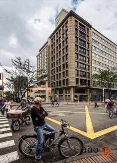 Edificio Quintana . Fotógrafo de Arquitectura Bogotá . Arq. Bruno Violi, via Flickr. Christopher Columbus, Street Photo, South America, Countries, Cities, The Neighbourhood, Street View, History, Travel