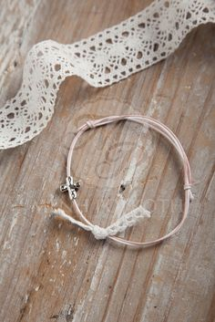 Martyrika - wintess bracelets in ivory and pink with cross and cotton lace