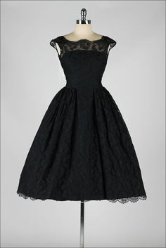 vintage 1950s dress . black chantilly lace . I need this dress❤️