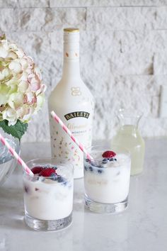Baileys has just release Baileys Almande, a liqueur made from almondmilk that is also gluten free. Here is a recipe for the Baileys Almande Refresh made. Vegan Baileys, Baileys Recipes, Baileys Cocktails, Gluten Free Drinks, Liquor Drinks, Beverages, Smoothies, Almond Milk Recipes, Alcohol Drink Recipes