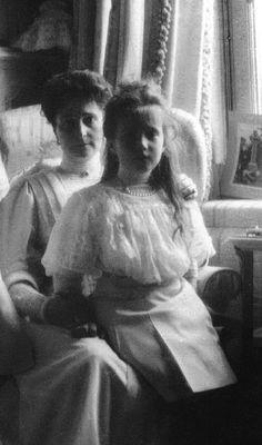 Anastasia & Mother. Tsarskoe Selo, 1908.