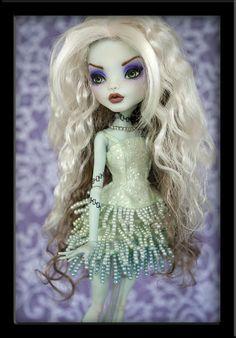 Maewyn - Custom Monster High Frankie by *IvyHeartDesigns