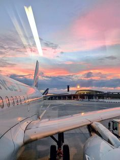 Find images and videos about gif, blue and sky on We Heart It - the app to get lost in what you love. Sky Aesthetic, Travel Aesthetic, Aesthetic Pastel, Pretty Sky, Jolie Photo, Aesthetic Pictures, Wallpaper Backgrounds, City Wallpaper, Aesthetic Wallpapers