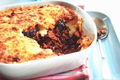 Get inspired and try this delicious Aubergine Moussaka recipe with Quorn Meat Free Mince from Thinly Spread. Enjoy meat free alternatives with Quorn. Quorn Recipes, Mince Recipes, Veggie Recipes, Vegetarian Recipes, Quorn Meals, Veggie Food, Vegetable Dishes, Recipes Dinner, Food Food