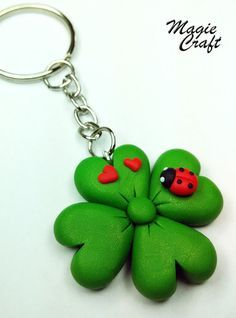 Four-leaf clover key ring with ladybird in polymeric paste-Fimo Four-leaf clover with Ladybug Keychain in Fimo by MagieCraft Cute Polymer Clay, Polymer Clay Flowers, Fimo Clay, Polymer Clay Projects, Polymer Clay Charms, Polymer Clay Jewelry, Clay Crafts, Clay Keychain, Keychain Ideas