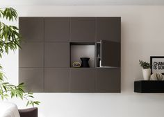 Artelinea's modern wall mount cabinet for stylish bathroom / Colonne Collection