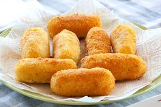 Potato Croquettes, Easy Cheese, Cheese Potatoes, Le Diner, Potato Dishes, Finger Foods, Italian Recipes, Street Food, Food To Make