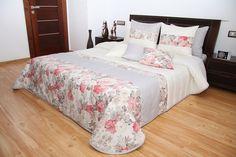 Kremowe narzuty na małe i duże łóżka w malinowo szare kwiaty