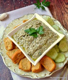 Baba ghanoush: a fantastic vegan summer dip! Balanced Vegetarian Diet, Daily Nutritional Needs, Whole Food Recipes, Vegan Recipes, Veggie Delight, Unprocessed Food, Asian, Snacks, Finger Foods