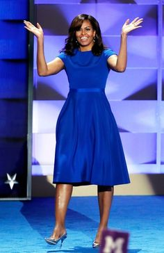 First Lady Michelle Obama Gives Speech at DNC in Royal Blue Christian Siriano Sheath Dress Michelle Obama Quotes, Michelle And Barack Obama, Michelle Obama Birthday, Barack Obama Family, Michelle Obama Fashion, American First Ladies, Blue Dresses, Dresses For Work, Durham