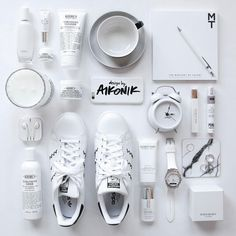 What's in my Airbnb flatlay Design Set, Nail Design, B&w Tumblr, Flat Lay Inspiration, Flat Lay Photos, Flat Lay Photography, Photography Tips, Flatlay Styling, Flatlay Makeup