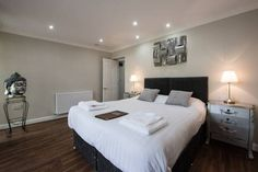 Ivy Mount Guest House Manchester A 10-minute drive from the heart of Manchester, Ivy Mount offers free WiFi and free parking, just a 6-minute walk from Eccles rail station. Eccles Metrolink station is just a few hundred metres away.