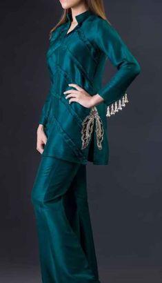 Fancy Dress Design, Stylish Dress Designs, Designs For Dresses, Simple Pakistani Dresses, Pakistani Dress Design, Pakistani Fashion Party Wear, Pakistani Outfits, Embroidery Suits Design, Stylish Dresses For Girls