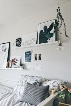 Gallery wall above bed Shelves above bed - Wall Decor Bedroom Wall Decor Above Bed, Wall Behind Bed, Iron Wall Decor, Bed Wall, Bedroom Decor, Bedroom Girls, Gallery Wall Bedroom, Bedroom Ideas, Bedrooms