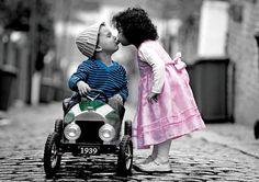 A veces un sólo beso es capaz de hacer que deje de llover....