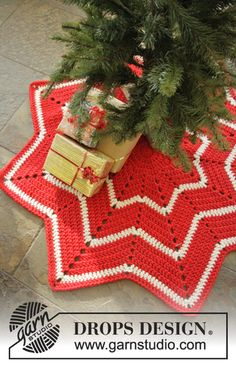 Free pattern, 0-1050, Christmas Crochet rug with stripes and zig-zag pattern in Eskimo