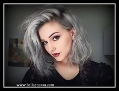 Nunca fue tan fácil obtener cabellos con tonalidades  gris y plata , con el invento de los correctores cromáticos podemos eliminar visos no...