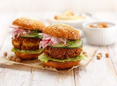 A wholesome cross between a falafel ball and your favourite homemade sweet potato veggie burgers, these patties are the epitome of comfort food. Sweet Potato Veggie Burger, Go Veggie, Sweet Potato Curry, Sweet Potato Recipes, Falafel Burgers, Vegan Burgers, Burger Recipes, Vegetarian Recipes, Veggie Patties