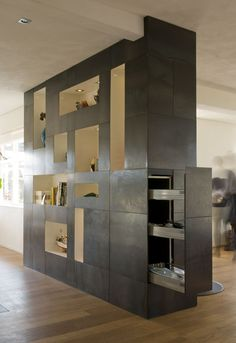 The cabinet has a hidden storage shelf. Design: DenkRuim interieurconcepten.