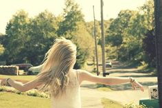Existem coisas que chegam ao fim e tudo pode ter o seu ponto final, exceto nossa esperança. A esperança é um poder maior que qualquer força humana. É um fogo que arde no nosso interior e nos leva a alcançar grandes conquistas  Então, nunca perca sua esperança, meu amigo. A vida por vezes nos traz amarguras, mas há sempre uma forma de darmos a volta a qualquer situação.