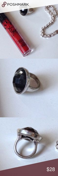 VINTAGE SP LARGE BLACK STONE FACETTED CUT RING Vintage costume ring is silver plated setting & large almost round facetted cut black stone. The shank is quite substantial & the ring does have a bit of weight. Shorter fingers do not support this ring very well in vision & strength! Size 6 Vintage Jewelry Rings