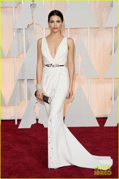 Jenna Dewan-Tatum wearing a white Zuhair Murad Couture dress with a crystal belt, Stuart Weitzman shoes, and Lorraine Schwartz jewels to the 2015 Oscars