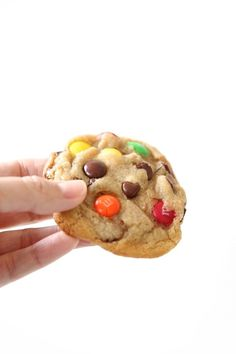 M&M Cookies {Bakery Style M and M Cookie Recipe} M&m Cookie Recipe, Cookie Recipes, Snack Recipes, Dessert Recipes, Cookie Cups, Cookie Swap, Protein Recipes, Snacks, Cookie Ideas