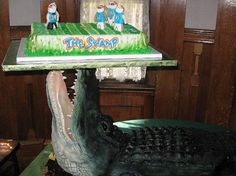 2 Foot Long Florida Gators Alligator Wedding Cake