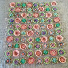 Emily's Garden -- wonderful tutorial for all the flowers! http://thepatchworkheartuk.blogspot.co.uk/2014/07/emilys-garden-blanket-of-flowers.html