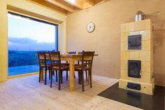 Interiér je zařízený tak, aby působil vzdušně a zároveň útulně - ProŽeny. Exterior Design, Interior And Exterior, Architecture, Modern, Table, House, Natural Beauty, Furniture, Home Decor