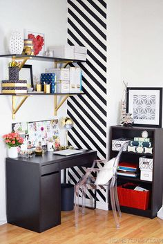 Painting a home office? Here are 10 great home office colors that can turn even the smallest room into an awesome workspace. Home Office Design, Home Office Decor, Home Design, Office Designs, Office Furniture, Office Decorations, Interior Office, Diy Interior, Furniture Projects