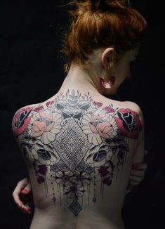 For the best back tattoos by top artists from around the world, including full back, shoulder back, back tattoos for men and back tattoos for women plus Japanese and Dragon back tattoos, check out our list of 68 of the very best back tattoos. Back Tattoo Women Full, Small Back Tattoos, Cool Back Tattoos, Back Tattoos For Guys, Hot Tattoo Girls, Hot Tattoos, Girl Tattoos, Tattoos For Women, Amazing Tattoos