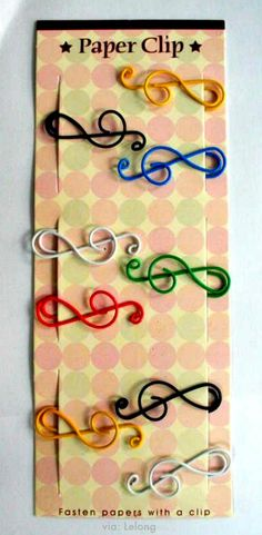 treble clef paper clips (need to make myself some of these) Trombone, Music Items, Music Stuff, Music Crafts, Treble Clef, Note Paper, Piano Music, Wire Art, Paper Clip