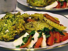Bjud på zucchini- och fetaostbiffar med medelhavspotatis, tomat- och mozzarellasallad, vitlöksostsås samt myntasås.