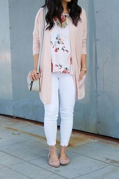 16 Outfits With White Jeans for Spring + My Favorite White Jeans!